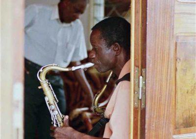 Michel Ngoualali au saxo